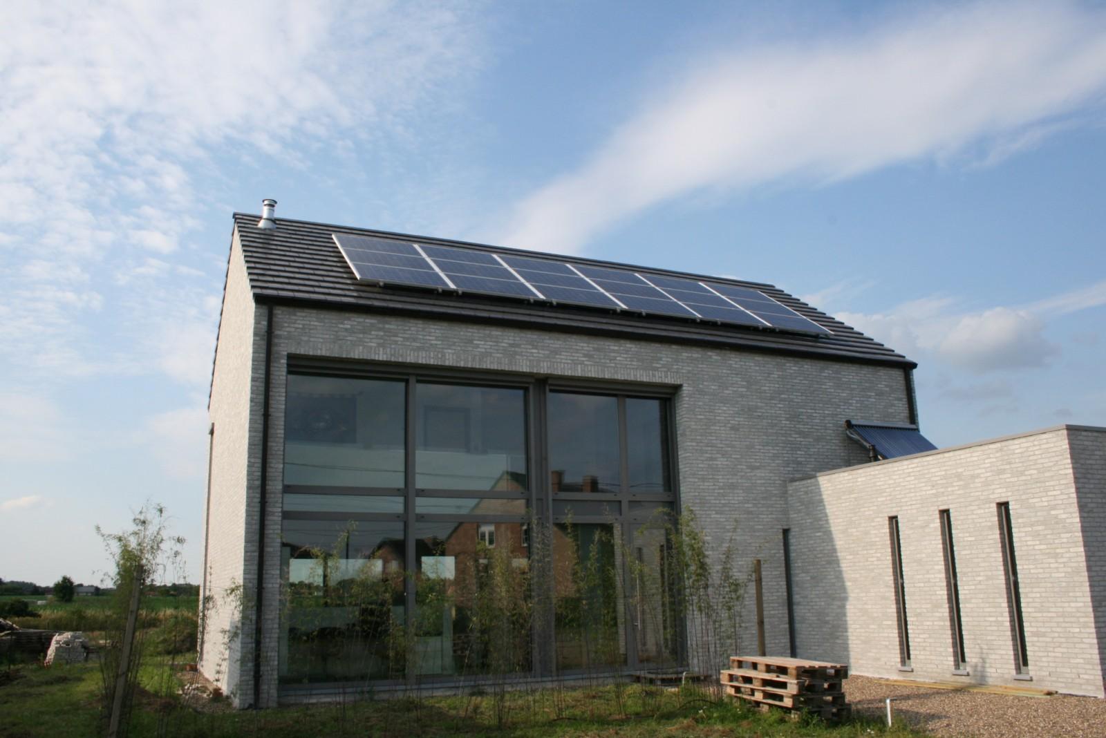Plaatsing zonnepanelen een feit huis bouwen online for Huis bouwen